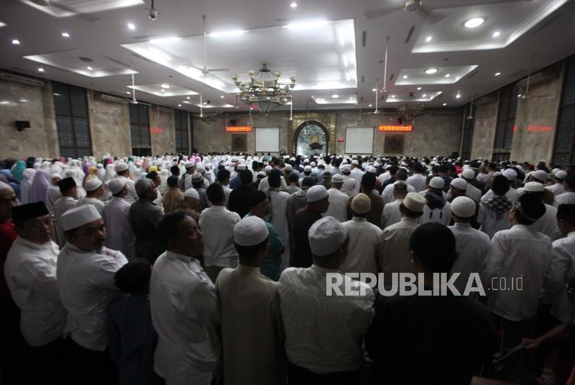 TIGA HIKMAH SHALAT BERJAMAAH – Jakarta Islamic Centre