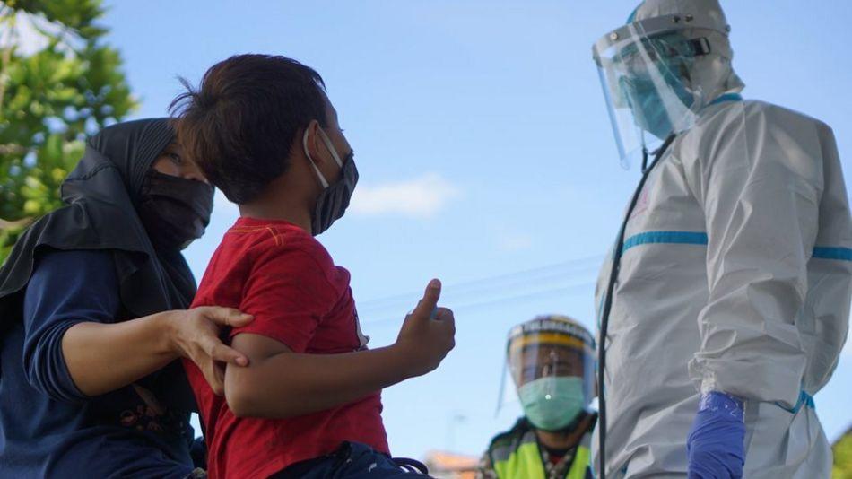 COVID-19 DI INDONESIA: KEMATIAN ANAK AKIBAT VIRUS CORONA 'TINGGI', 'TAK ADA BIAYA BEROBAT' HINGGA 'DITOLAK RUMAH SAKIT KARENA PENUH'