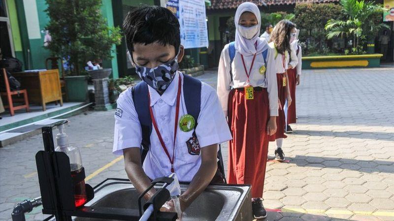 INDONESIA KEBERATAN SEKOLAH DI ZONA KUNING DIBUKA, 'KHAWATIR MUNCUL KLUSTER PENULARAN BARU'SEKOLAH ANAK: FEDERASI SERIKAT GURU