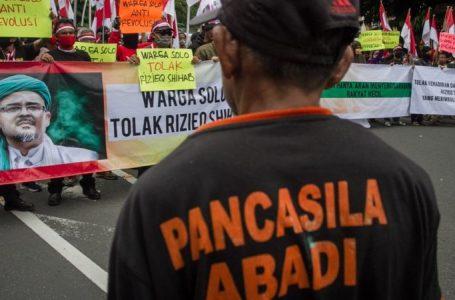 MENGAPA NEGARA DITUDING 'SERING GAMANG' MENYIKAPI FPI DAN RIZIEQ SHIHAB