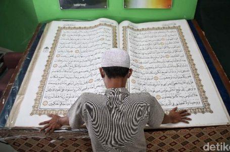 MELIHAT AL-QURAN RAKSASA KOLEKSI JAKARTA ISLAMIC CENTER