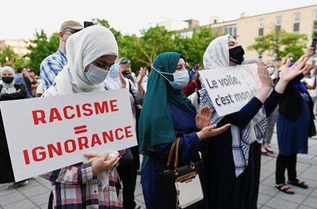 PULUHAN WANITA NONMUSLIM KANADA PAKAI HIJAB UNTUK PERANGI ISLAMOFOBIA