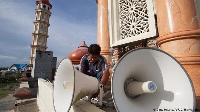 MEDIA INTERNASIONAL SOROTI SUARA AZAN JAKARTA: KETAKWAAN ATAU KEBISINGAN?